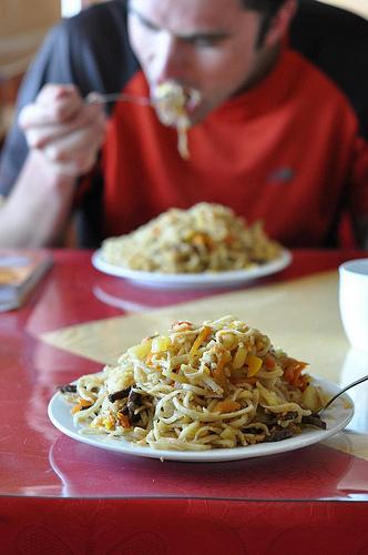 Hoe val je een bord spaghetti aan?